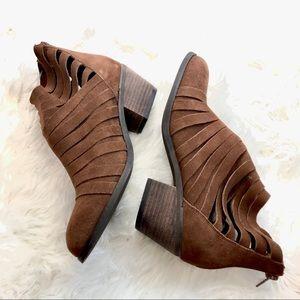 Carlos Santana size 7.5 heeled strappy zip up boot
